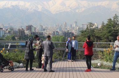 [REPORTAGE] Les Téhéranais viennent respirer sur leur pont Tabiat